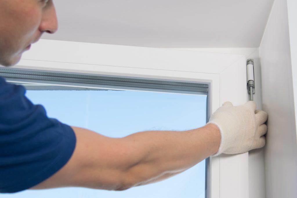 замена фурнитуры на пластиковом окне